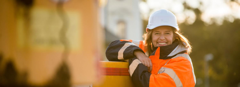 Småföretagarna försäkring Företagsförsäkring – Kvinna på arbetsplats